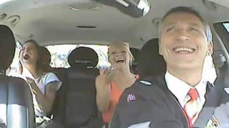 Norwegian PM turns cabbie in election stunt