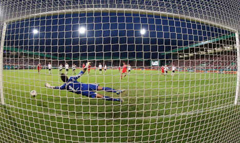 Müller scores hat-trick for Bayern Munich