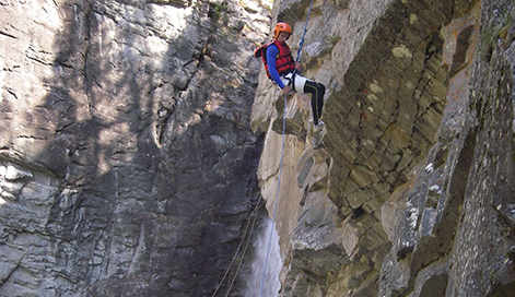 Gates family spends Sunday abseiling