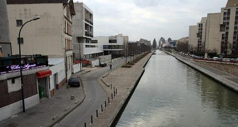 Elderly couple drive into Paris canal in suicide bid