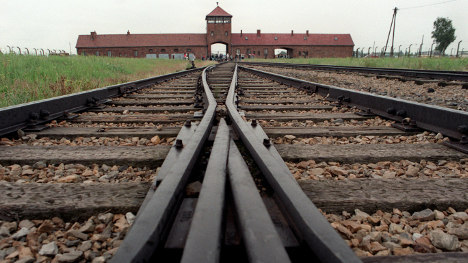 Probe into 40 more Nazi Auschwitz guards