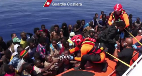 Italy 'can cope' with huge boat migrant wave