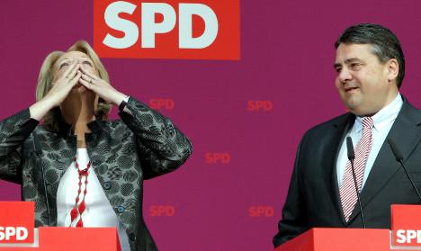 Social Democrats debate working with Merkel