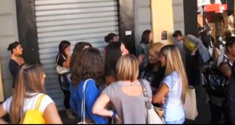 500 queue for three shop assistant jobs in Genoa