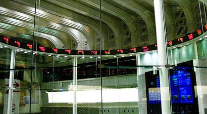 Markets fall as political showdown looms