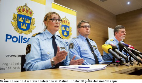 Hundreds contact police over Roma registry