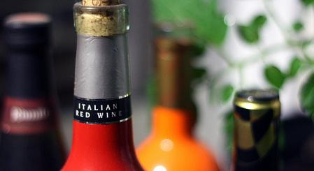 Italy's seaside vineyards 'at risk of extinction'