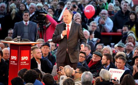 Merkel rival urges Berlin voters to help change