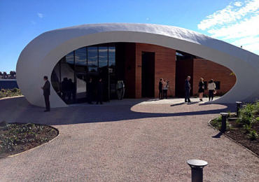 Queen Sonja opens Scottish cancer centre