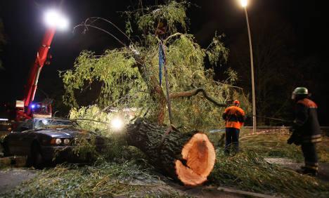 Storms kill eight, travel still disrupted