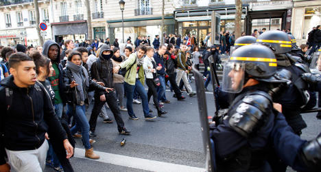 Pupils rally in Paris to fight deportations