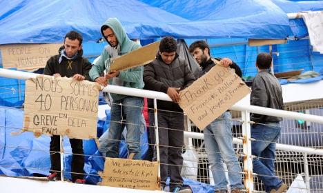 Syrian refugees call off Calais protest