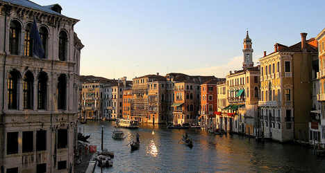 Venice's gondolas 'to get GPS and number plates'