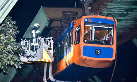 Cable car fault leaves 76 passengers dangling