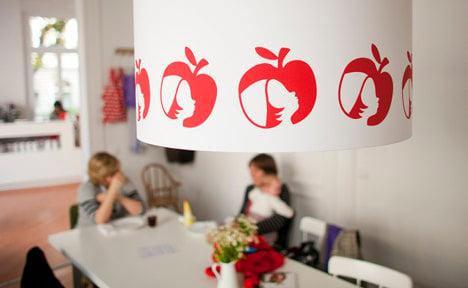 Apple drops trademark case against family café