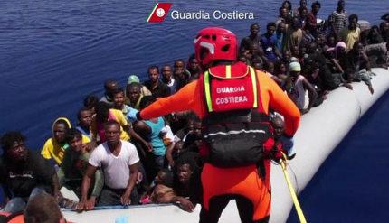 Islanders rushed to help drowning migrants