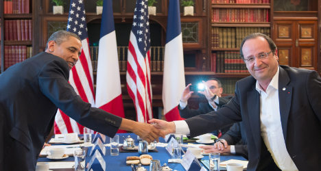 Hollande tells Obama spying is 'unacceptable'