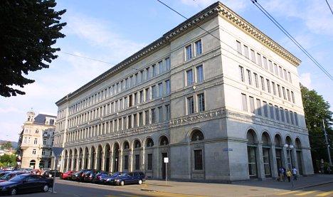 Gold price tumble hits Swiss National Bank