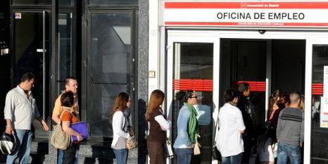 Jobless queues grow after summer work boom