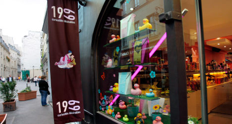 Banned sex shop bids to reopen near Paris school