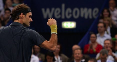 Federer advances to next round at Swiss Indoors
