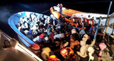 Syrian refugees saved off Italian coast