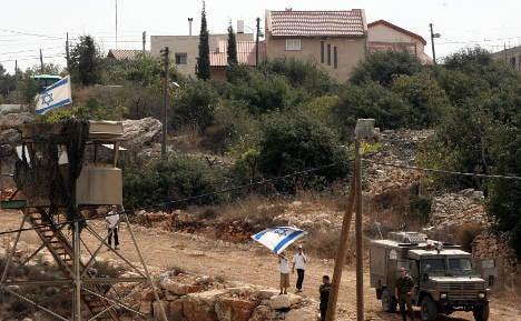 Merkel calls for Israeli settlement 'restraint'