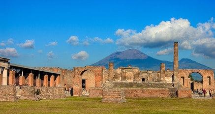 Residents slam Italy's Vesuvius escape plan