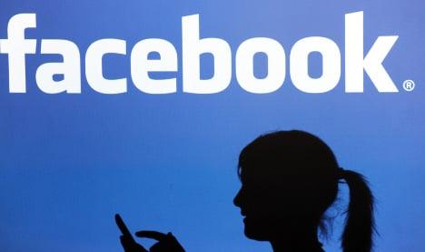 State bans teacher-pupil contact on Facebook