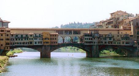 Tourist defaces Ponte Vecchio with nail polish