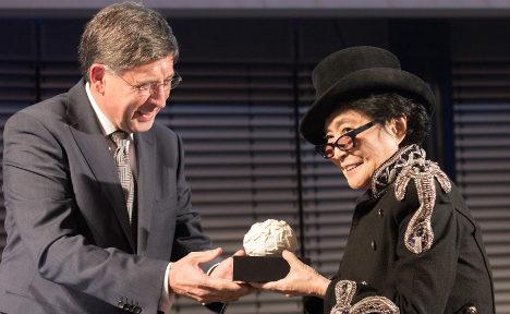 Yoko Ono wins German peace prize
