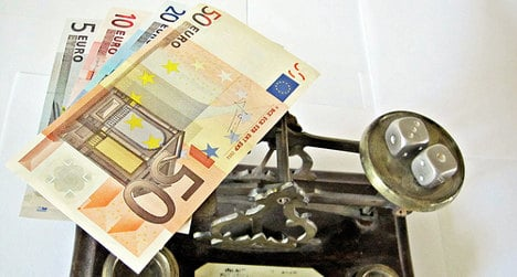 Spaniards pay third highest tax in Europe