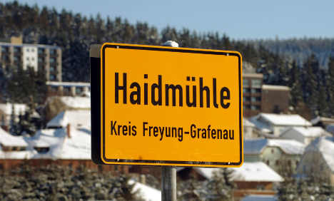 Bavarian town shuts Czech border