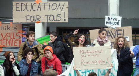 French school students march for second day