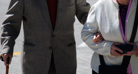 French couple, 86, slam 'cruel' law in suicide note