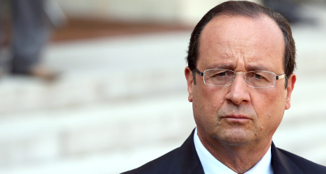 Hollande suffers wobble on key jobless promise