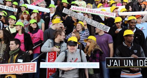 Hollande 'keeps promise' as unemployment falls