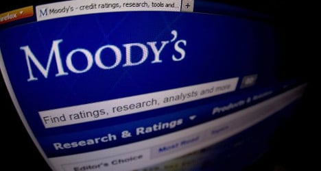 Moody's boosts Spain's credit rating to 'stable'