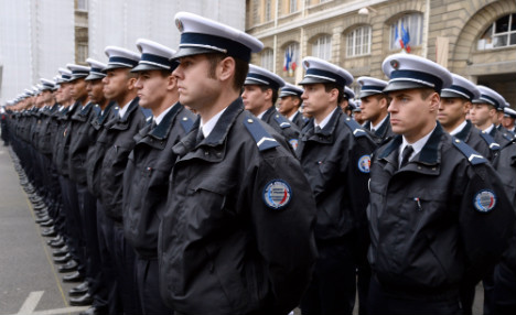 Romanian police help tackle crime in Paris