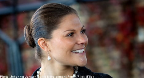 Swedish royal hospitalized after ski fall