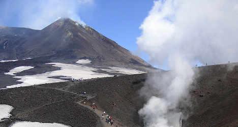 Mount Etna eruption shuts Italian airport