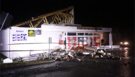 Hurricane Ivar rips roof off supermarket