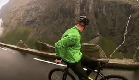 VIDEO: Daredevil cycles backwards at 80kmh