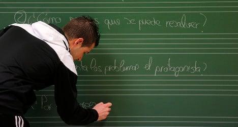 Spain's gyspy adults head back to school