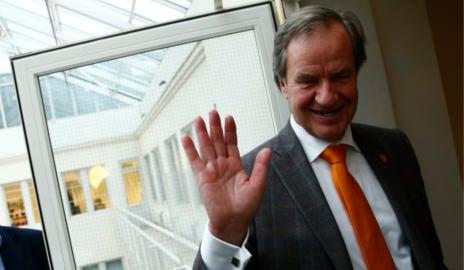 Norwegian sacks staff a week before Christmas