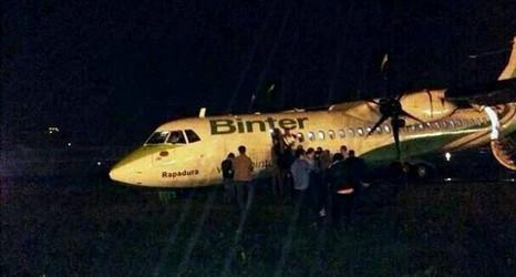 Plane skids off runway in wild Tenerife storm