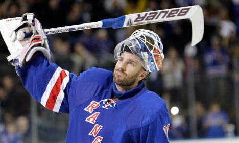 Swedish hockey star inks record deal in New York