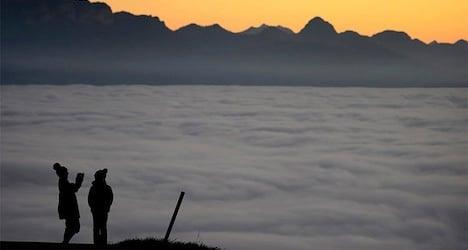 Heavy fog to continue cloaking Swiss plateau