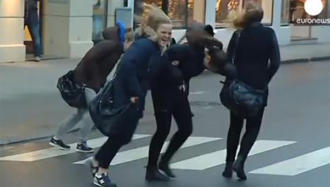 VIDEO: Christmas shoppers battle winds