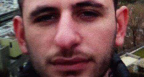 Aargau police show fugitive's photo on buses